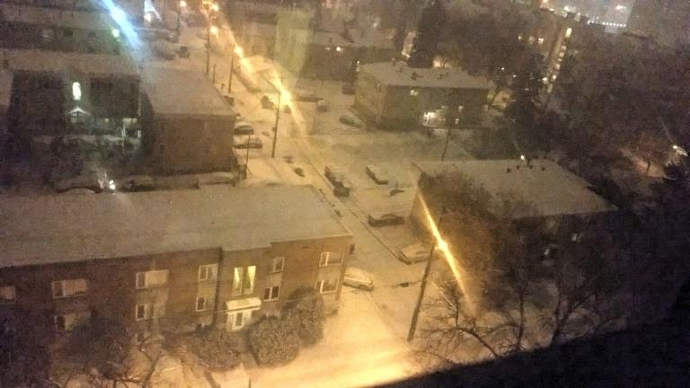A primeira neve a gente nunca esquece! Essa é a vista da sala do nosso apartamento!
